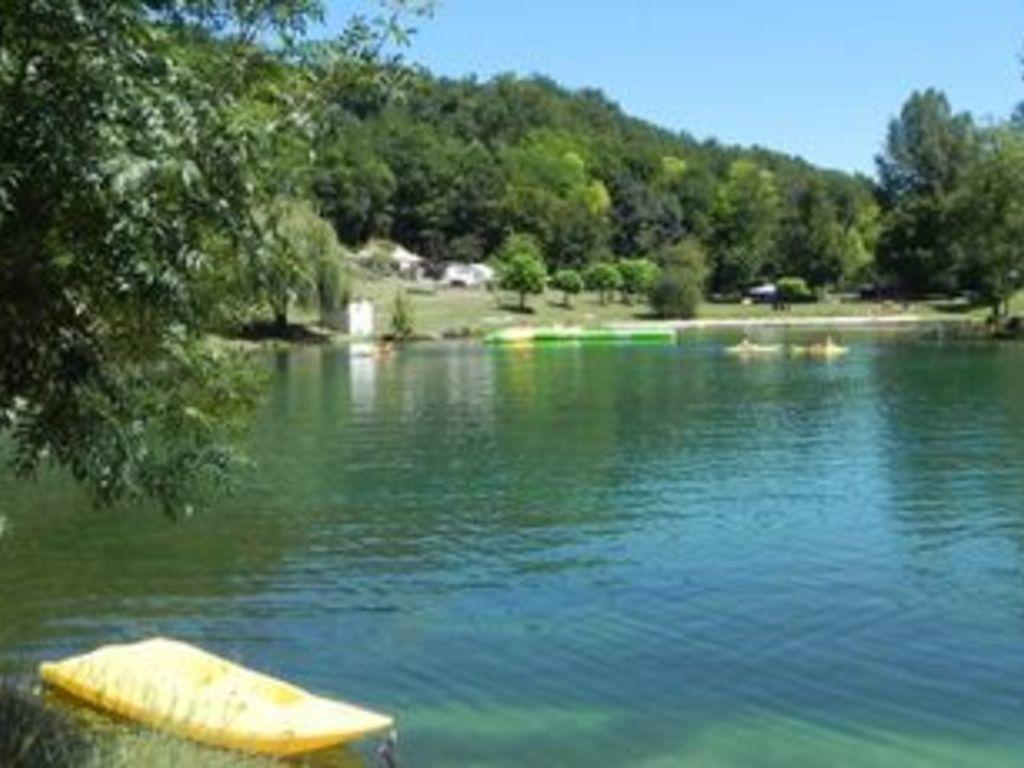 Camping Les 2 Lacs à Beauville